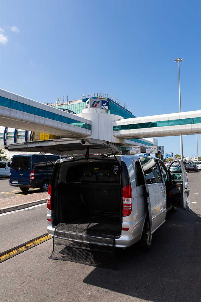 Minivan transfer to and from the Fiumicino airport
