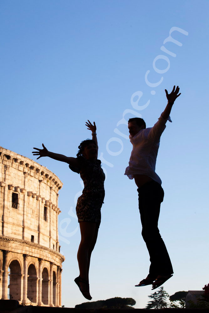 Couple jumping in the air during a photo tour in Rome