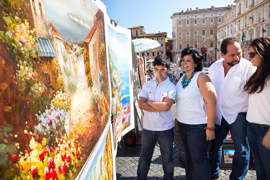 Family looking at paintings in Piazza Navona