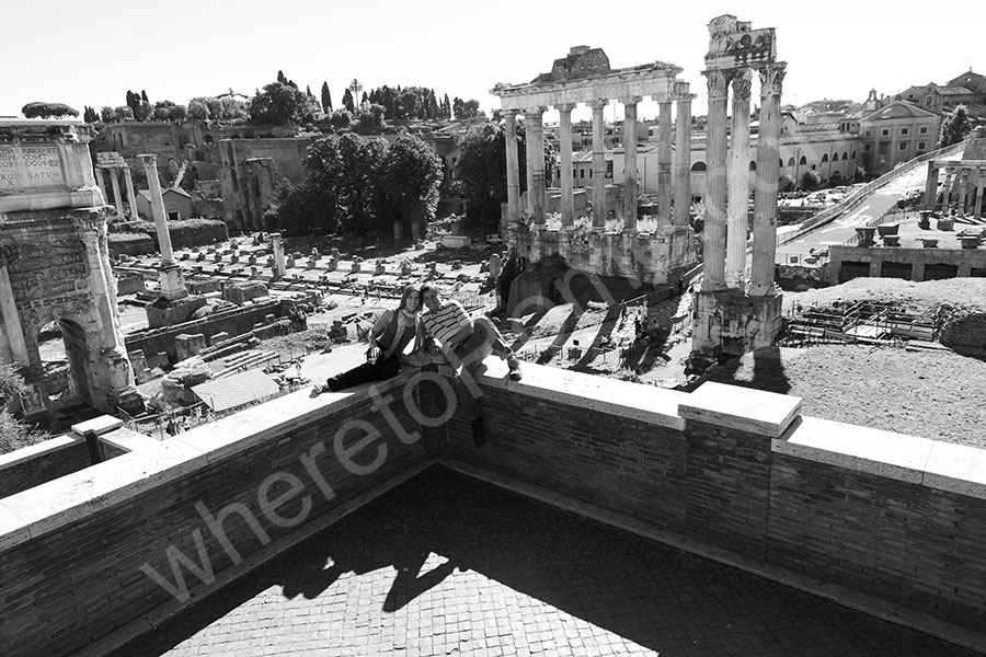 Image of a couple at the Roman Forum
