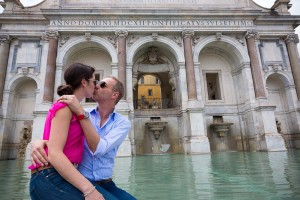 Couple kissing by the Gianicolo fountain