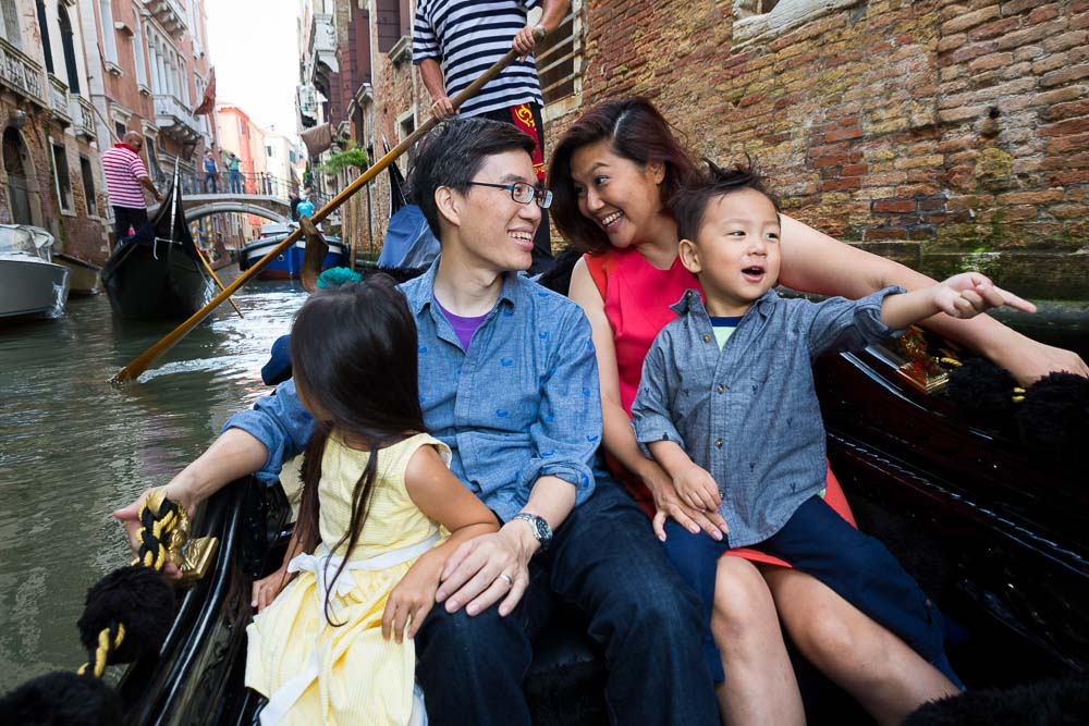 Fun photography tour on a Gondola ride