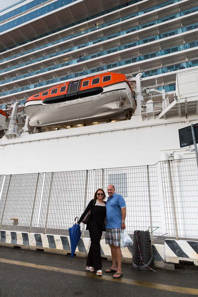 Civitavecchia port excursions Rome. Image of the travelers and the ship.