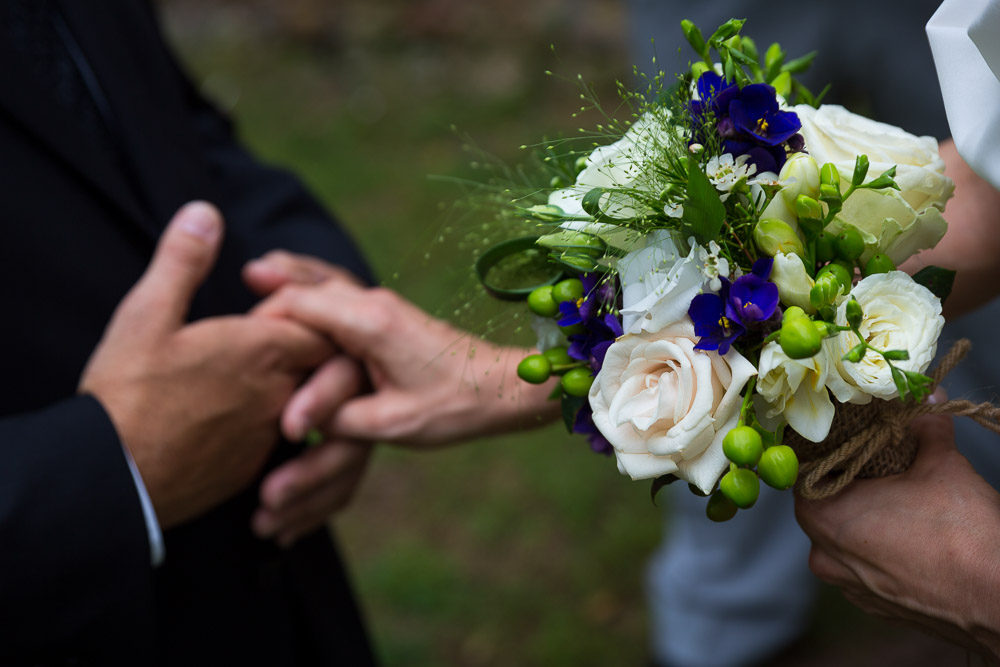 A symbolic gesture while getting married.