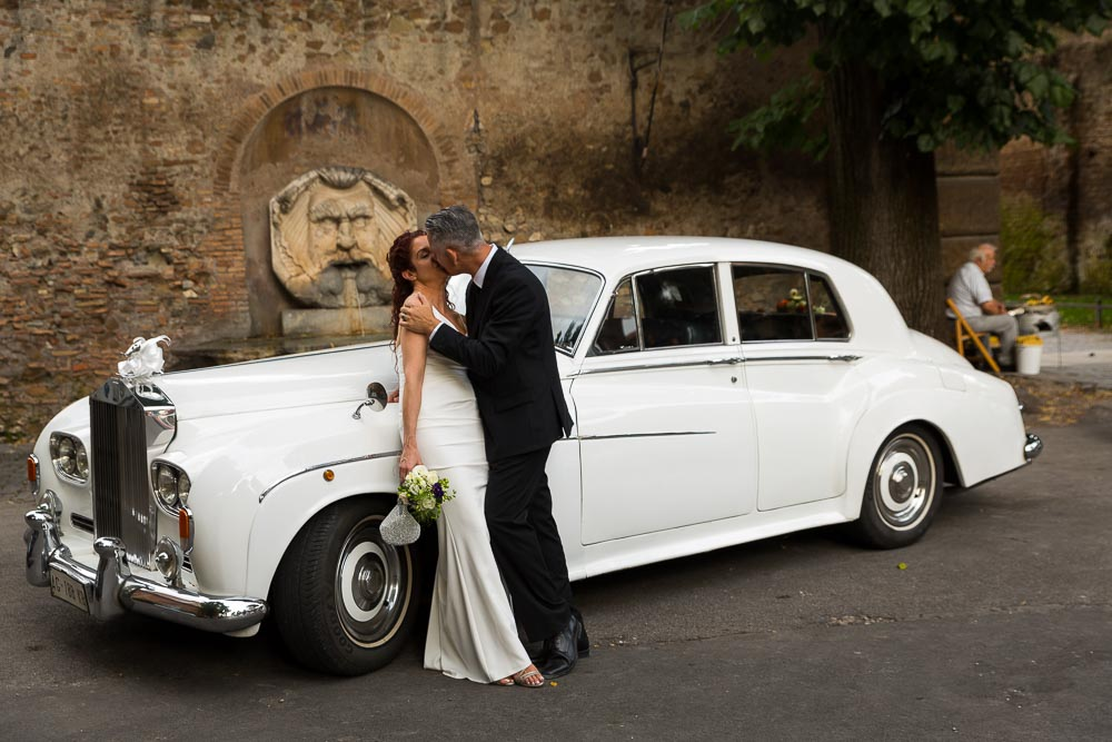 Kissing by the Rolls Royce Silver Cloud .