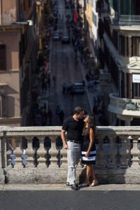 Kissing on the terrace overlooking via Condotti