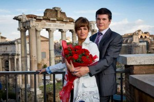 Portrait picture of an engaged couple in front of the Roman Forum.