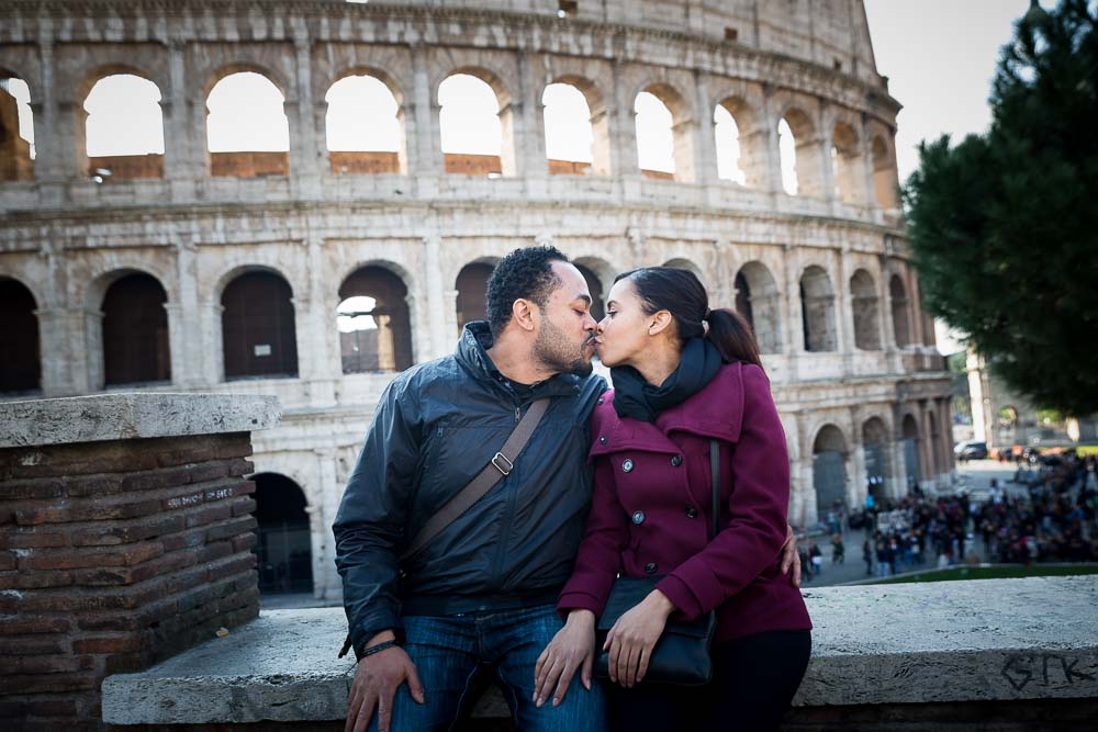Kissing in Rome