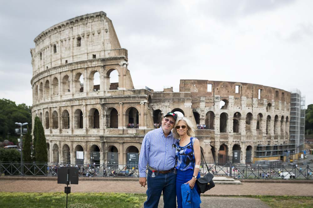 Portrait picture of a couple visiting the Colosseum