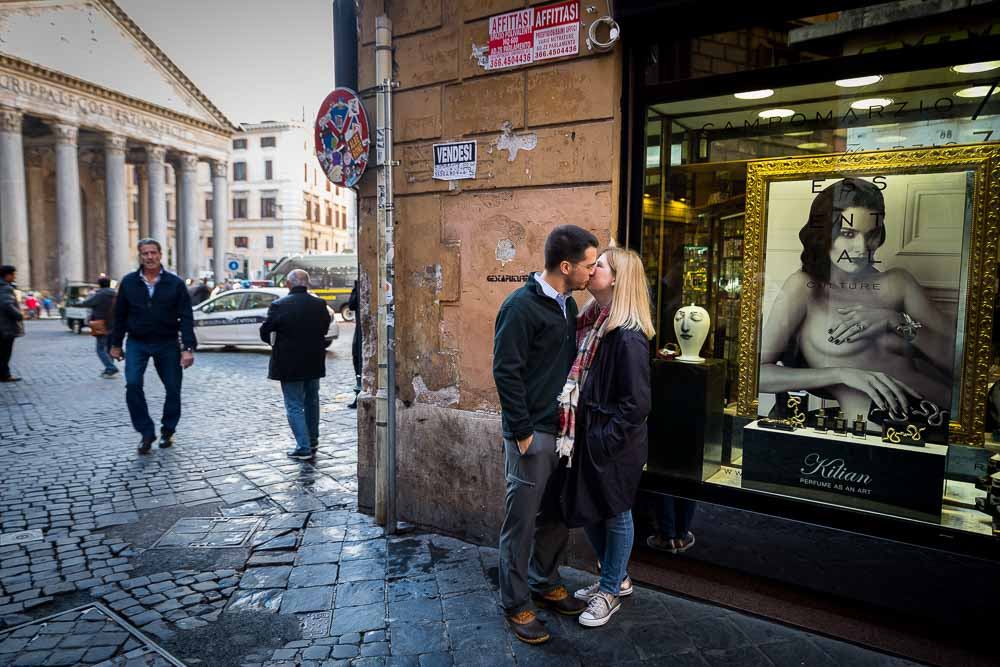 Kissing in the streets of Rome