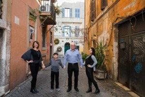 Family posing before a photo session in characteristic roman alleyways