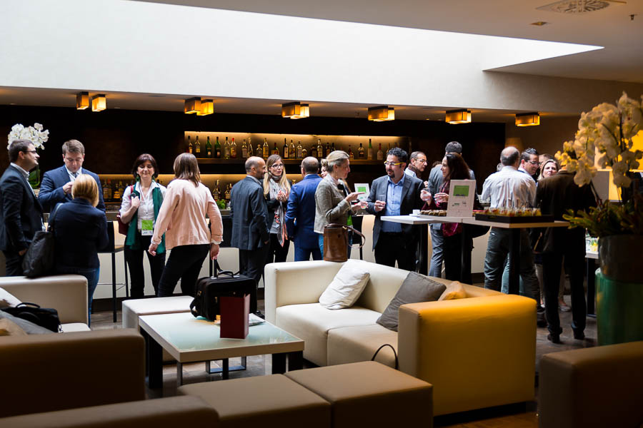 People mingling during the coffer break of a congress in a Hotel