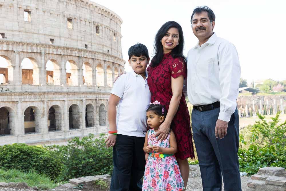 Portrait family at the Roman Colosseum